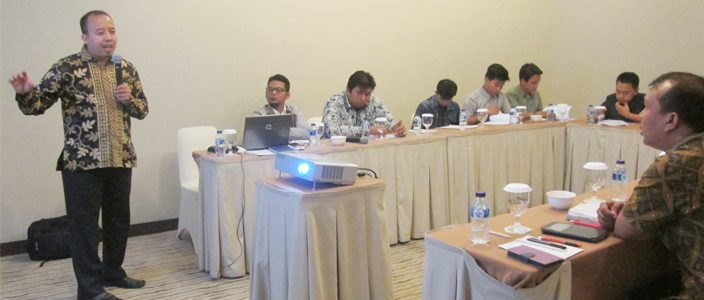 "Dr. Hakimul Batih and IIEE staff presented at the Workshop on Surveyor Training for the project on ""Survey on Household Use of Energy-Efficient Light Bulbs"" in Medan, North Sumatera"
